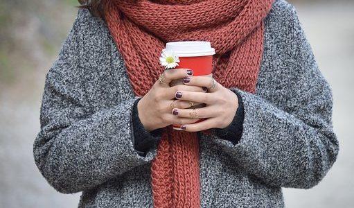 セーターのクリーニングの料金の相場は?出す頻度や出し方の注意点などまとめて解説!