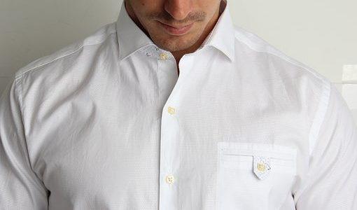 ワイシャツのクリーニングの料金の相場は?出す頻度や出し方の注意点などまとめて解説!