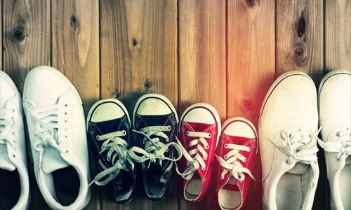 スニーカーの重曹を使った洗い方!運動靴の泥汚れ・臭いを落とす方法